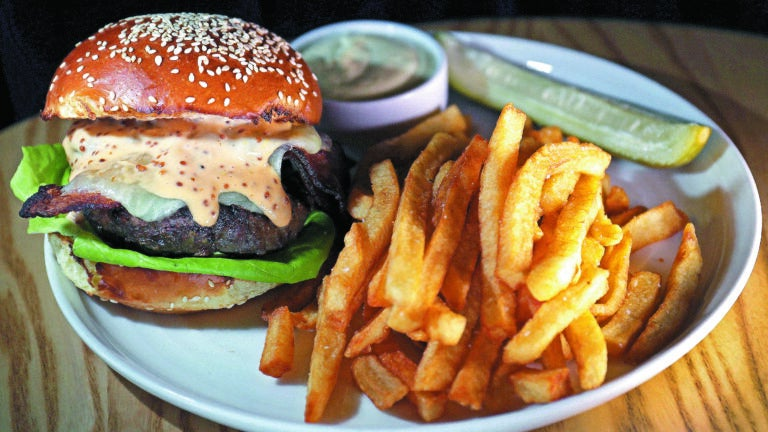 Cheeseburger at Buttonwood