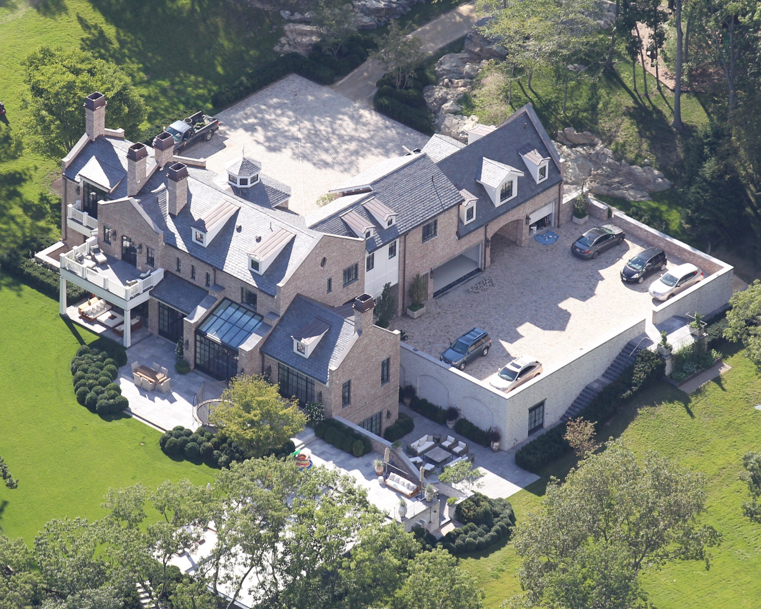 Is Tom Brady house-hunting in Connecticut and New Jersey?