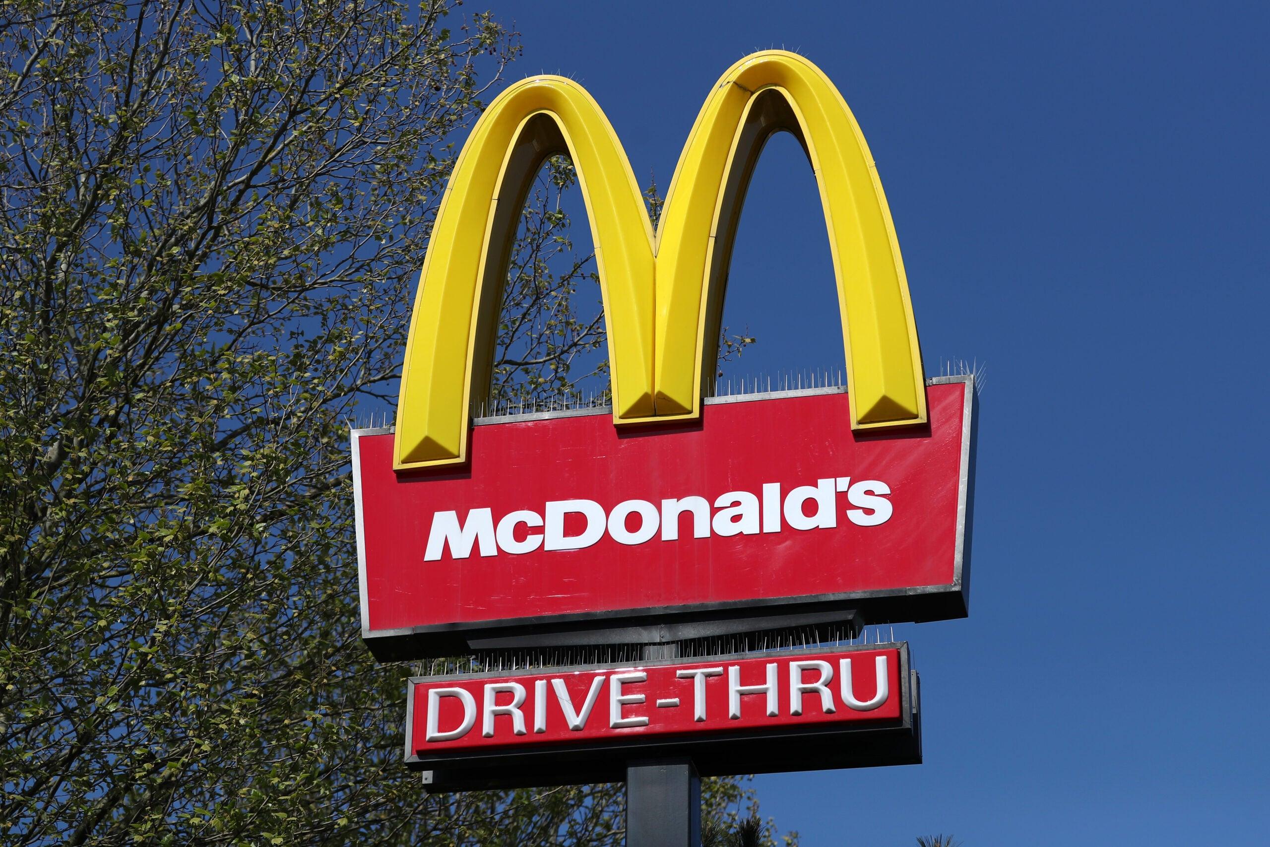 A McDonalds' restaurant sign.